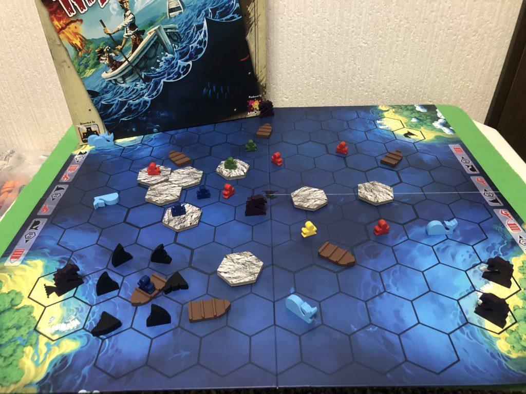 ボードゲーム『アイランド』の盤面画像。海や島が存在する広いマップ
