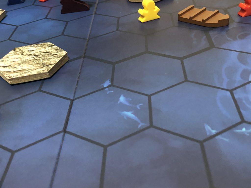 6角形で区切られたボード上のイルカのイラスト