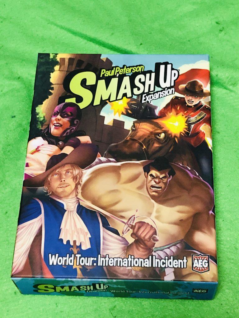 ボードゲーム『スマッシュアップ』の拡張セット箱絵。キャラクターが描かれたイラスト
